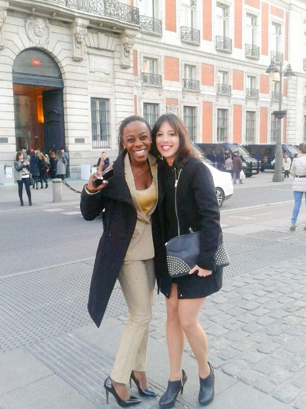 Con mi amiga Maria justo antes de entrar al evento.