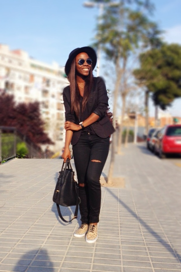 Animal print sneakers_total black outfit_adribohocloset7