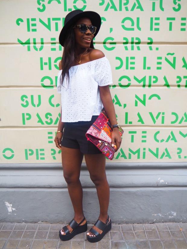 whitesummerblouse_ethnicclutch_blogger_Adriboho_boho_AdrianaBoho11