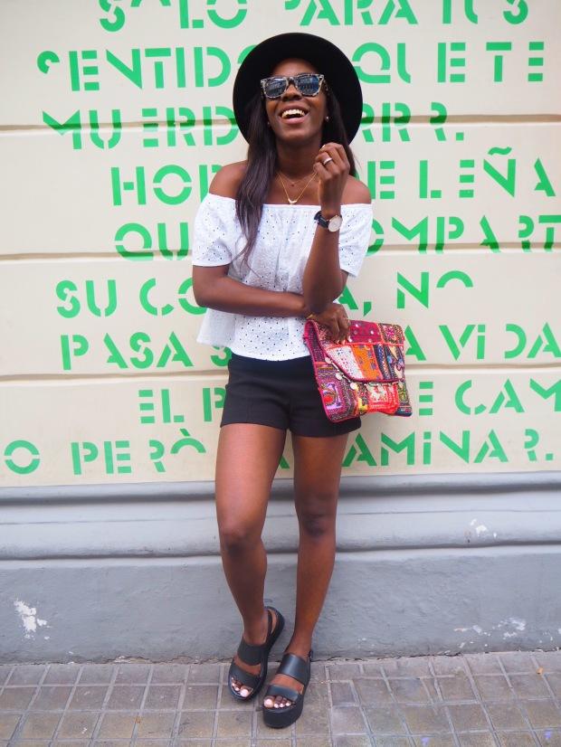 whitesummerblouse_ethnicclutch_blogger_Adriboho_boho_AdrianaBoho12