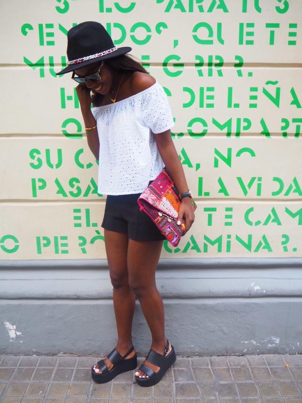 whitesummerblouse_ethnicclutch_blogger_Adriboho_boho_AdrianaBoho13