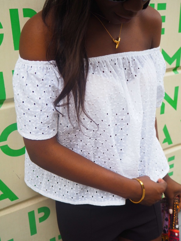 whitesummerblouse_ethnicclutch_blogger_Adriboho_boho_AdrianaBoho2