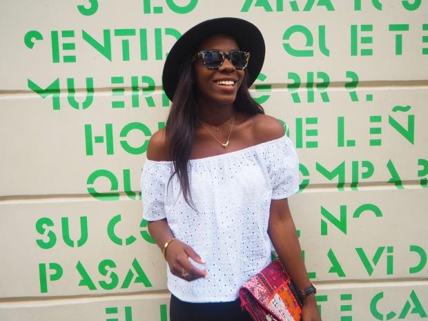 whitesummerblouse_ethnicclutch_blogger_Adriboho_boho_AdrianaBoho6