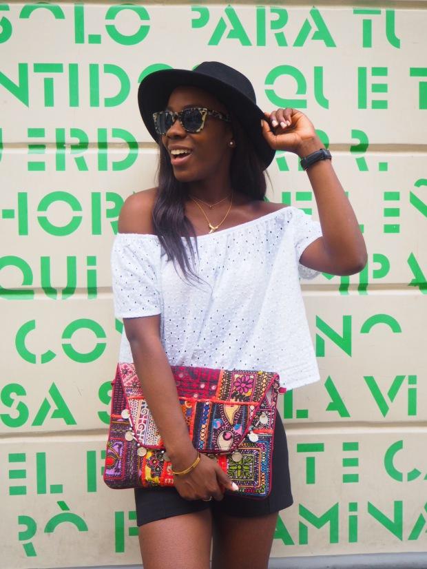 whitesummerblouse_ethnicclutch_blogger_Adriboho_boho_AdrianaBoho7