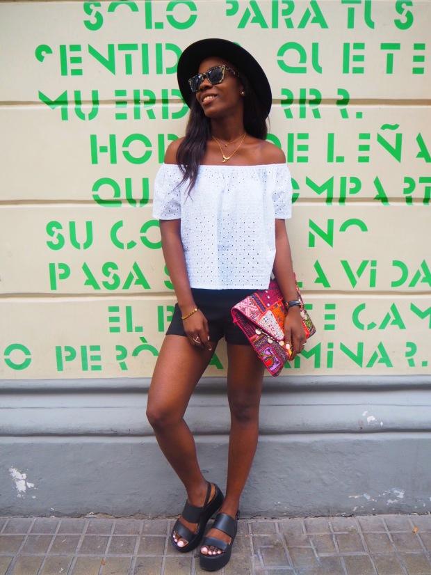 whitesummerblouse_ethnicclutch_blogger_Adriboho_boho_AdrianaBoho9