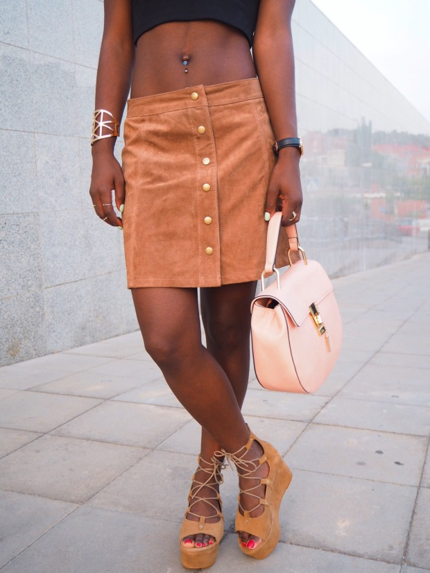 FASHIOLA_Blogger_Adriboho_MangoPlatform_camelplatform_leatherskirt