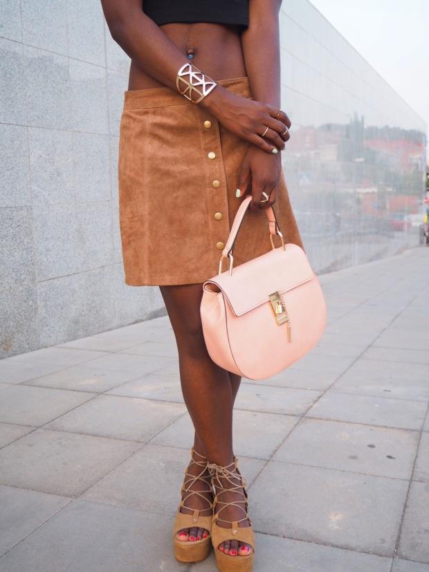 FASHIOLA_Blogger_Adriboho_MangoPlatform_camelplatform_leatherskirt2