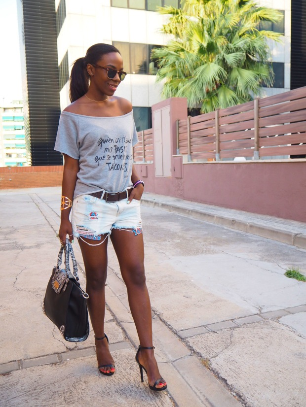 greysweatshirt_summeroutfit_highheels_blogger_adriboho_bohoclosetblog1