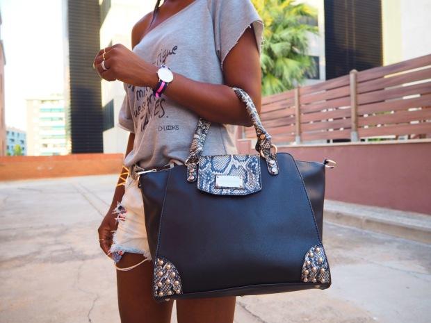 greysweatshirt_summeroutfit_highheels_blogger_adriboho_bohoclosetblog10