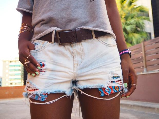 greysweatshirt_summeroutfit_highheels_blogger_adriboho_bohoclosetblog4