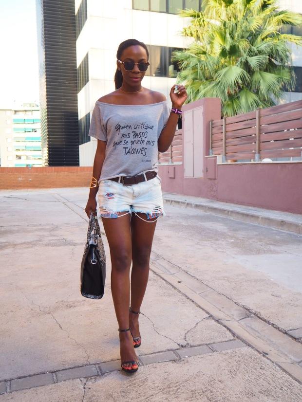 greysweatshirt_summeroutfit_highheels_blogger_adriboho_bohoclosetblog9