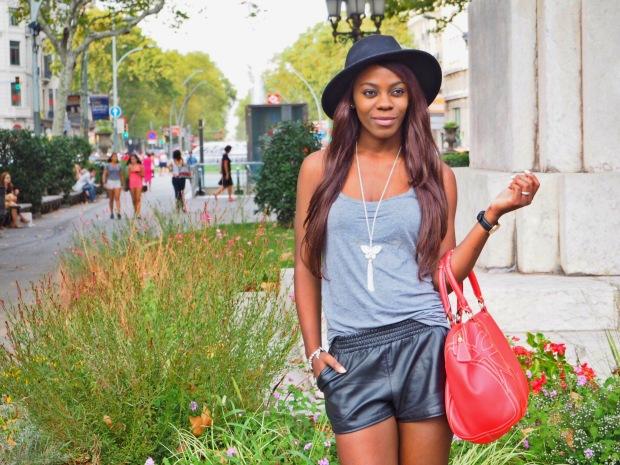 basic outfit_redbag_blogger_adriboho_greytee_blogger_bohoclosetblog2