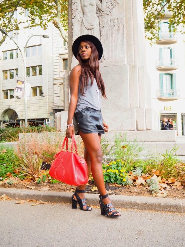 basic outfit_redbag_blogger_adriboho_greytee_blogger_bohoclosetblog4