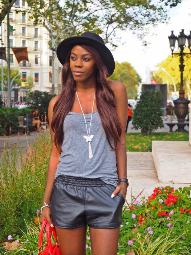 basic outfit_redbag_blogger_adriboho_greytee_blogger_bohoclosetblog5