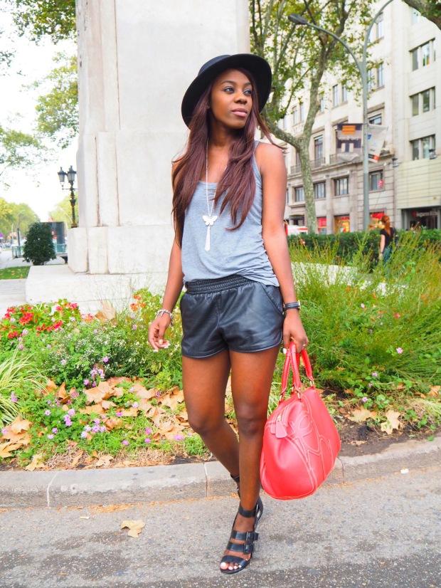basic outfit_redbag_blogger_adriboho_greytee_blogger_bohoclosetblog6