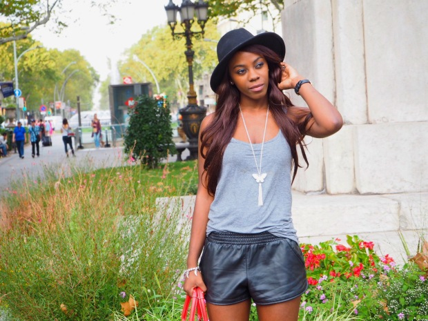 basic outfit_redbag_blogger_adriboho_greytee_blogger_bohoclosetblog7
