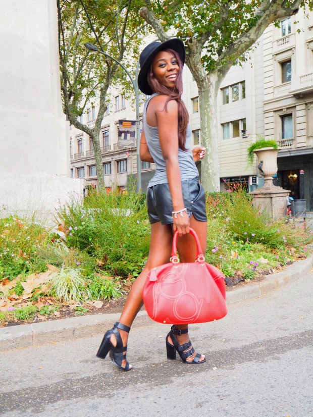 basic outfit_redbag_blogger_adriboho_greytee_blogger_bohoclosetblog8