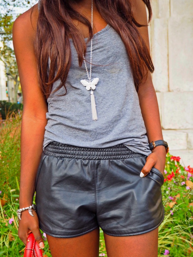 basic outfit_redbag_blogger_adriboho_greytee_blogger_bohoclosetblog9
