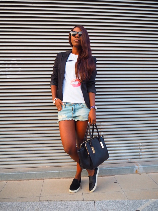 lips_tshirt_traveloutfit_blogger_adriboho_bohoclosetblog10