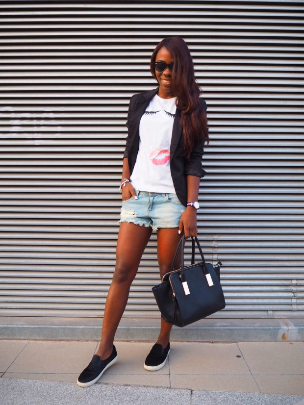 lips_tshirt_traveloutfit_blogger_adriboho_bohoclosetblog2