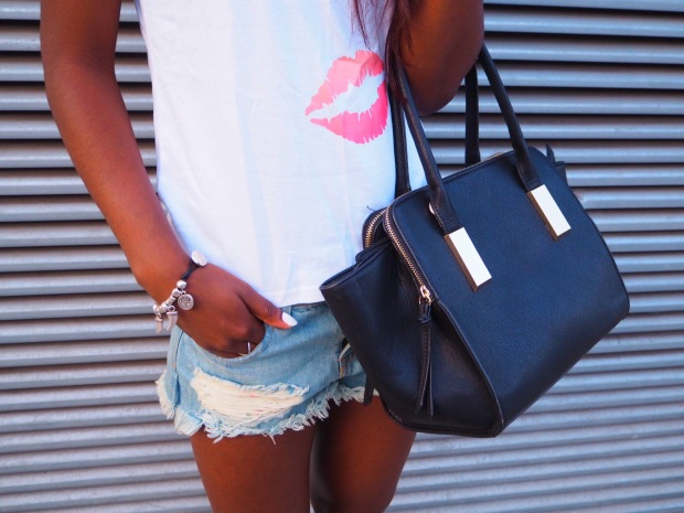 lips_tshirt_traveloutfit_blogger_adriboho_bohoclosetblog3