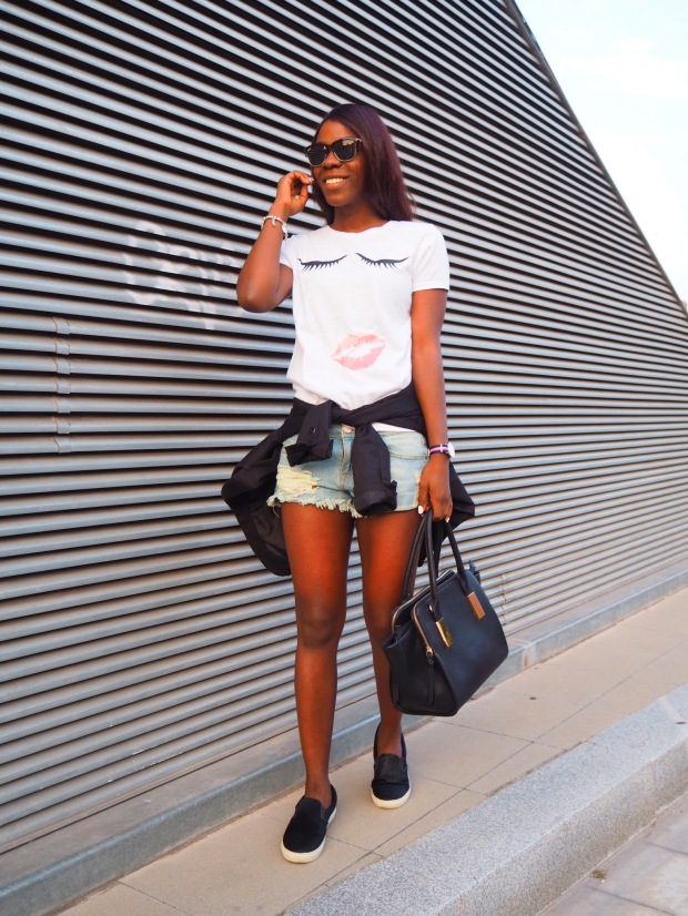 lips_tshirt_traveloutfit_blogger_adriboho_bohoclosetblog4