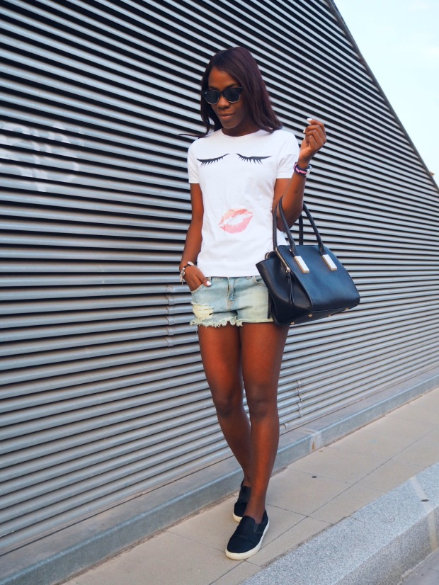 lips_tshirt_traveloutfit_blogger_adriboho_bohoclosetblog7