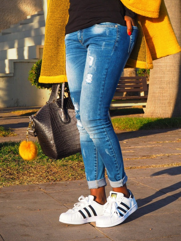 yellowcoat_abrigoamarillo_ootd_inspo_blogger_adriboho_bohoclosetblog_adidassuperstar11