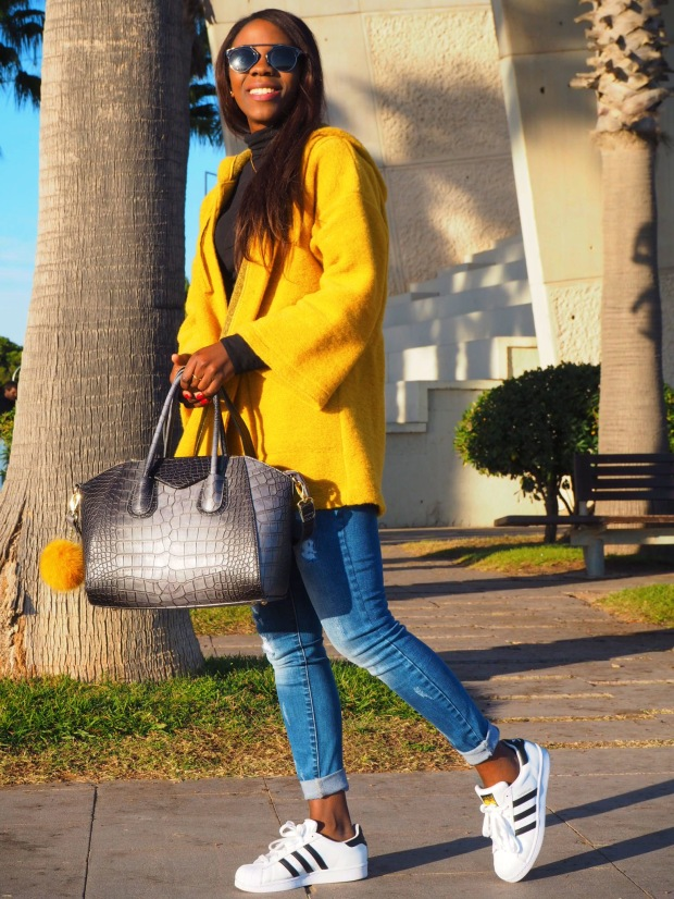 yellowcoat_abrigoamarillo_ootd_inspo_blogger_adriboho_bohoclosetblog_adidassuperstar3