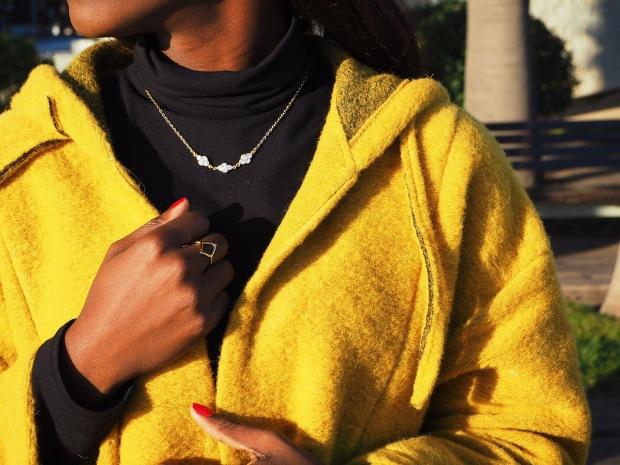 yellowcoat_abrigoamarillo_ootd_inspo_blogger_adriboho_bohoclosetblog_adidassuperstar5